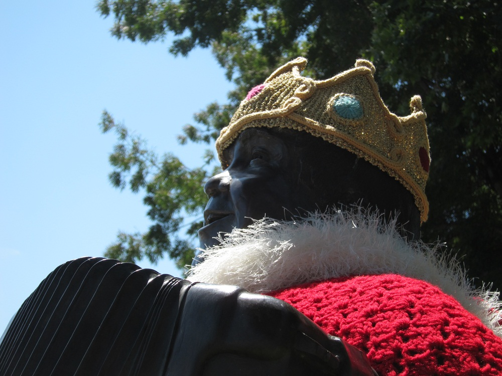 Crown & robe knit for Boggio statue in Cotati, CA